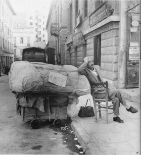 Ο Ελληνας  Και Η Δύναμη Της «Καρέκλας»  του