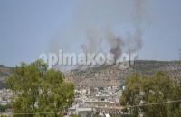 Μαίνεται ανεξέλεγκτη η φωτιά που έχει  ξεσπάσει στο Ποικίλο Ορος Τώρα